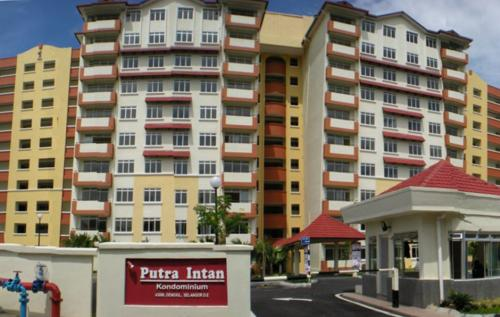 Putra Intan Condominium Dengkil Sepang Commercial Premises Shop lot For Sale Kedai Dijual